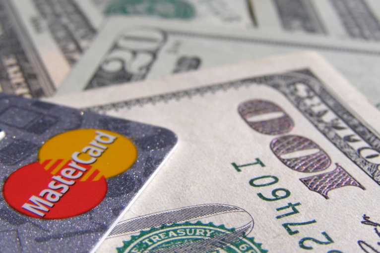 Cash and cashless are ready for a middle ground