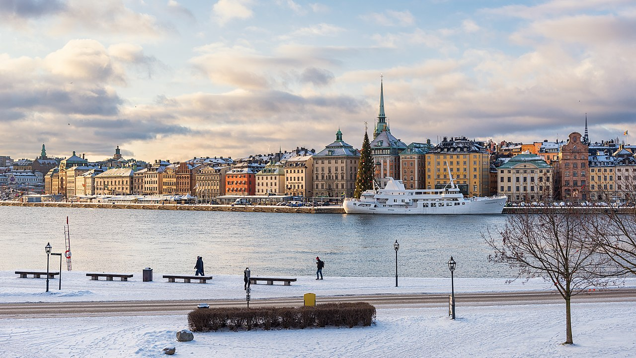 The hidden fight to get cash in Sweden