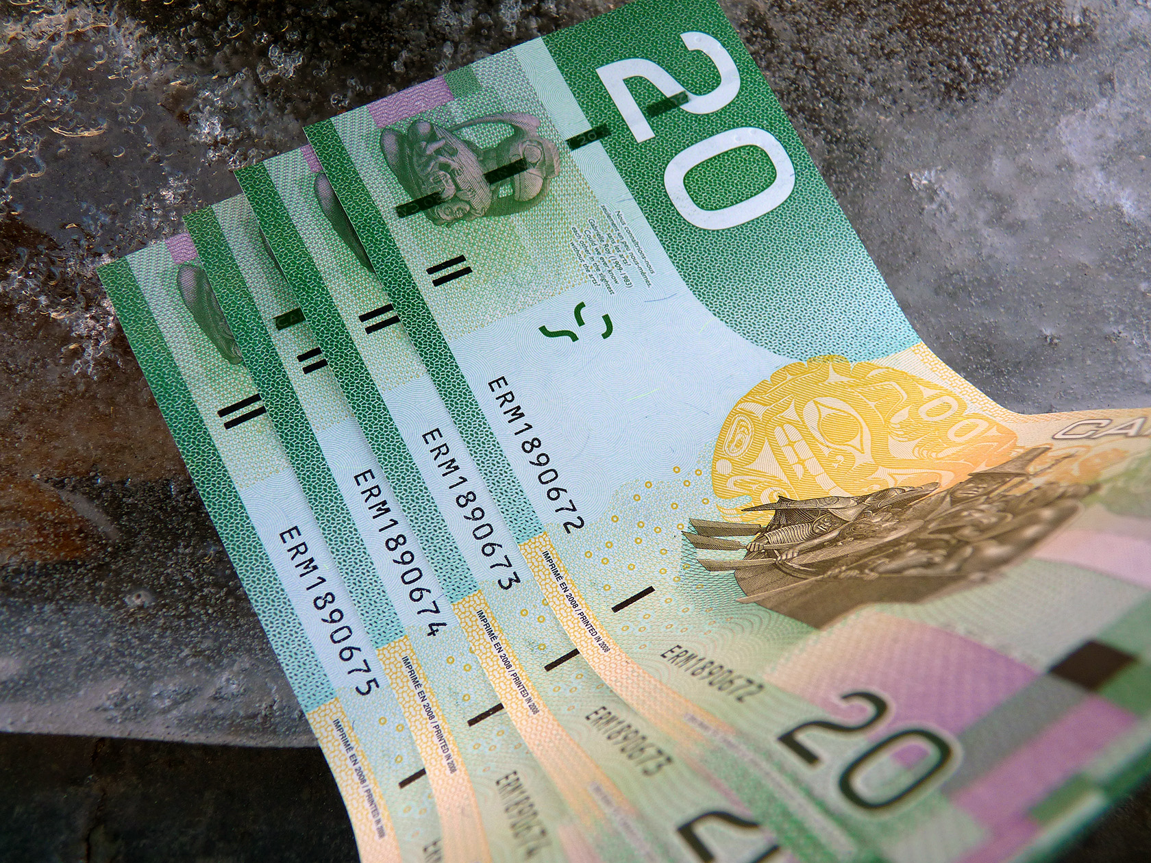 Canadians are not kean on cashless