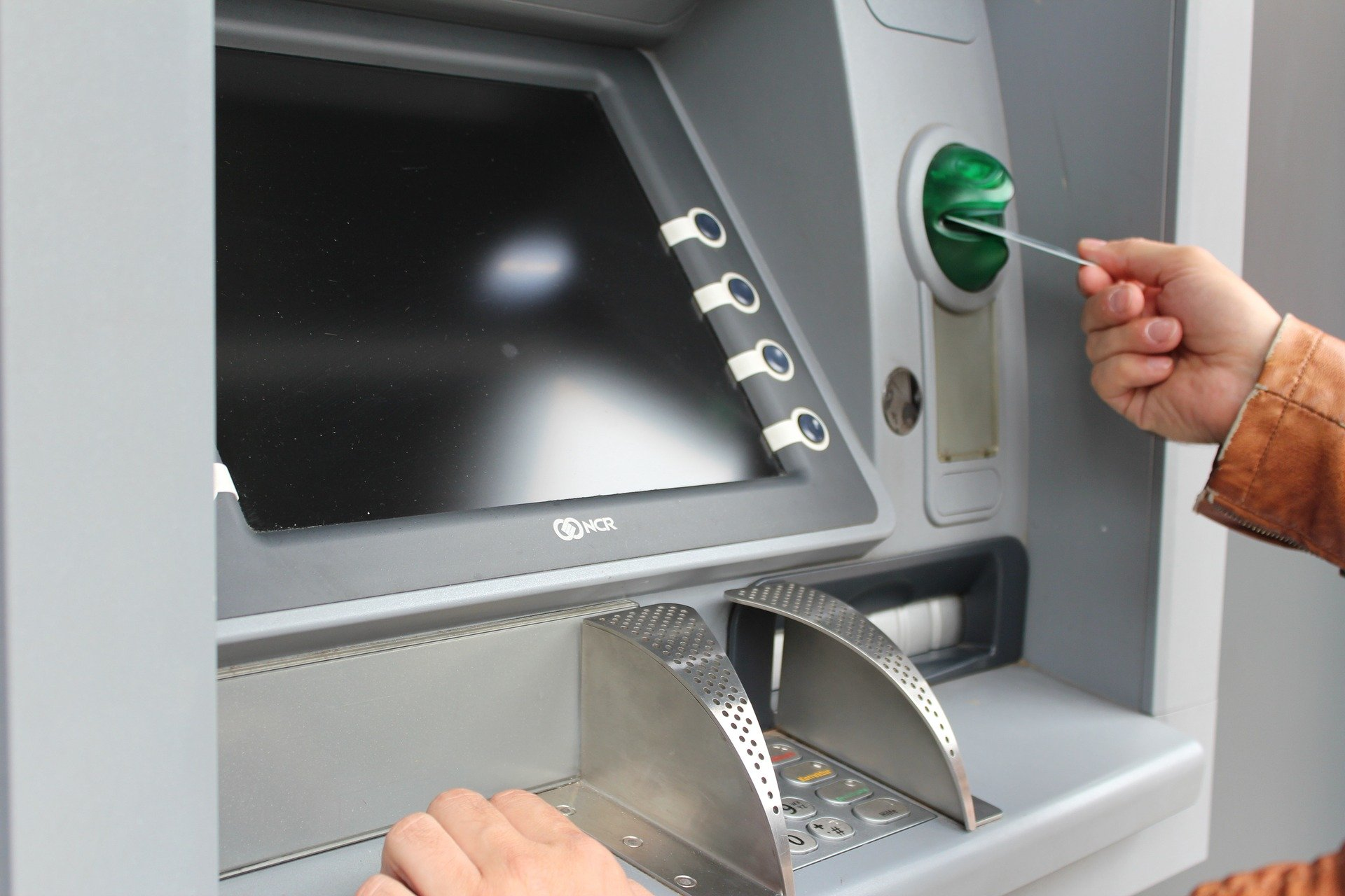 How Free ATMs protect many people from the worst sides of Cashless Societies