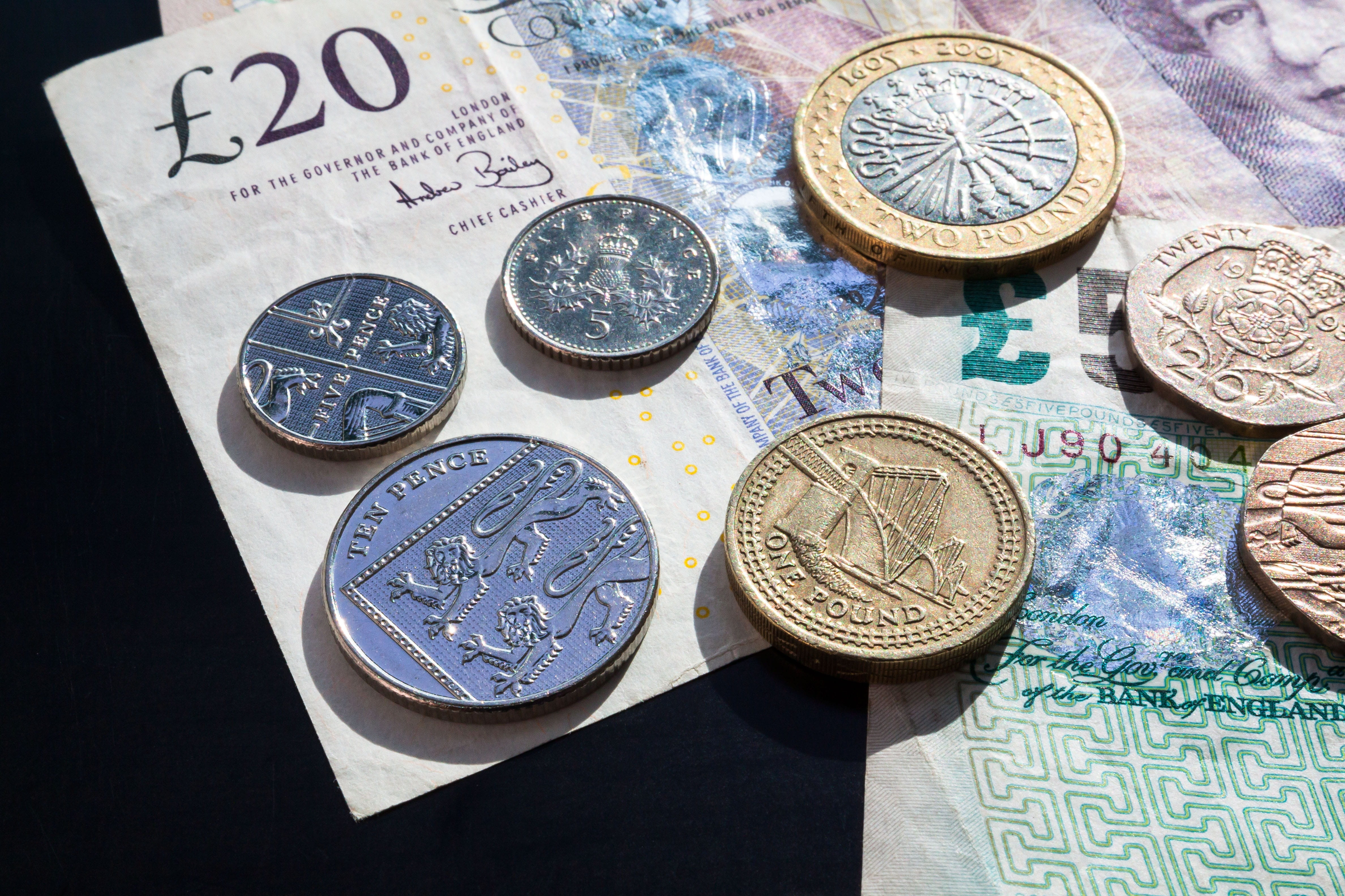 Too many British rely on cash to turn into Cashless Society